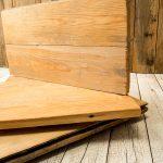 Mit einer liebevollen Aufbereitung wird dem Altholz neues Leben eingehaucht