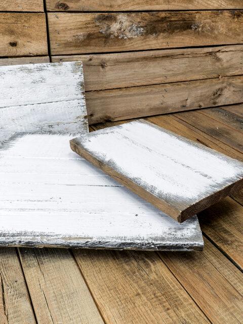 Individuelles Palettenholz aus Europaletten vorgeweißt im Vintage-Look
