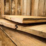 Die teilweise mehr als 100 Jahre Altholzdielen sind unverwechselbare Unikate mit einer besonderen Ästhetik und unterschiedlichen Holzfarbtönen.