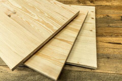 Kiefer Vollholz mit intensiven Holzstrukturen ohne Weiß