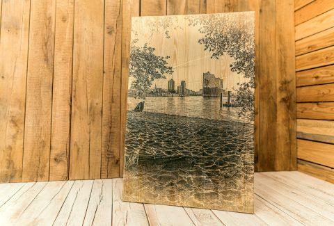 Holzdruck Blick auf die Elbphilharmonie in Hamburg natur ohne Weiß