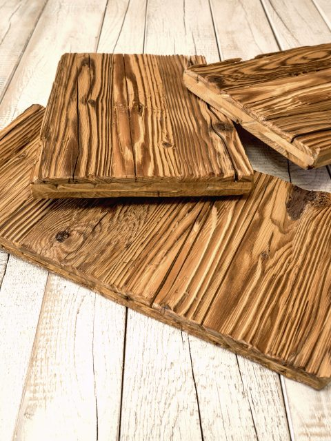 Natürlich schönes Altholz mit original sonnenverbrannter Oberfläche