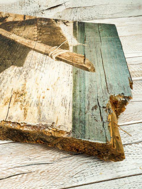 Natürlichkeit und Ausstrahlung mit den Holzdruck auf Altholz