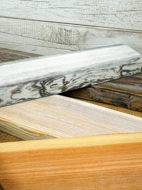 Holzbalken mit einer rustikalen und markanten Optik