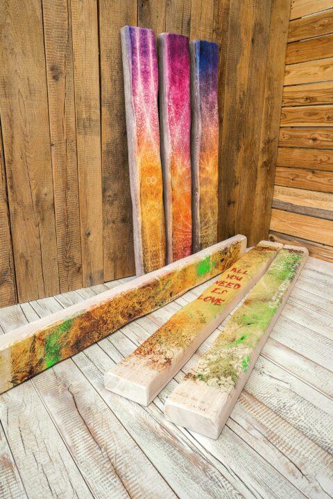 Abwechslungsreiche Holzbalken mit einer rustikalen und markanten Optik