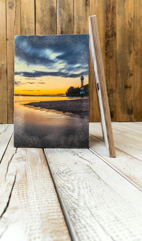 Bilder auf ursprünglichen und originellen Holzarten sorgen für eine angenehmere Atmosphäre