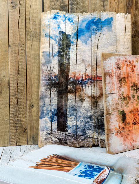 Für eine brillante Farbdarstellung deiner Holzbilder wird dein Motiv auf das jeweilige Holz fein abgestimmt.