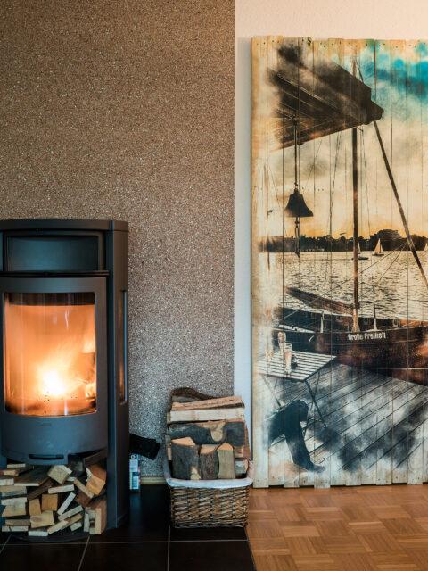 Wandgestaltung mit großformatigen Holzbildern